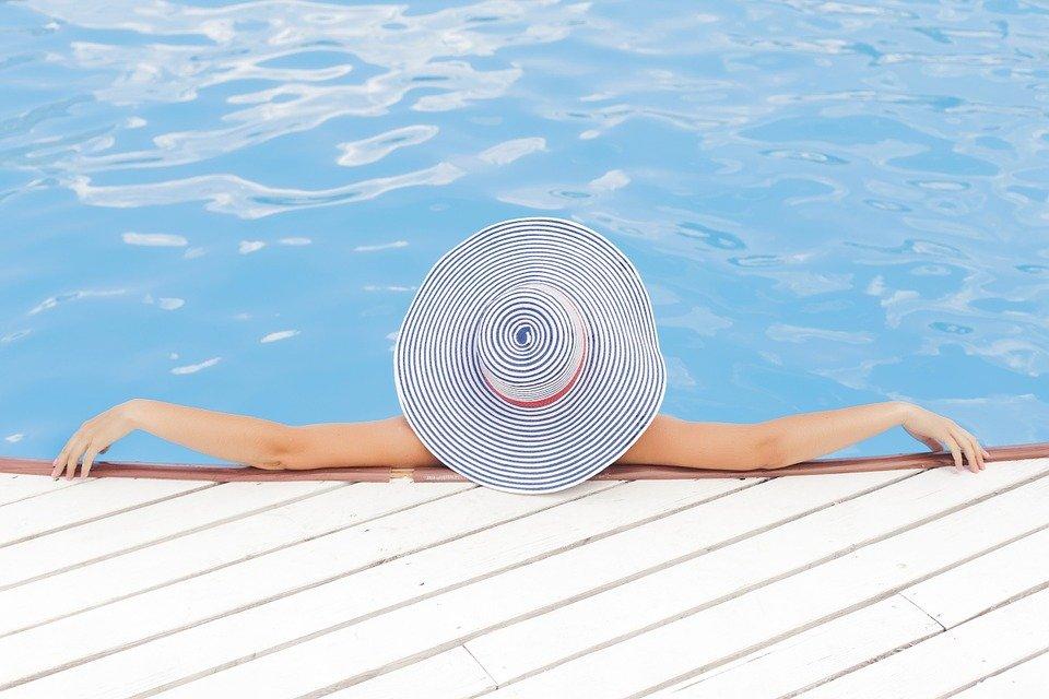 detente sur piscine