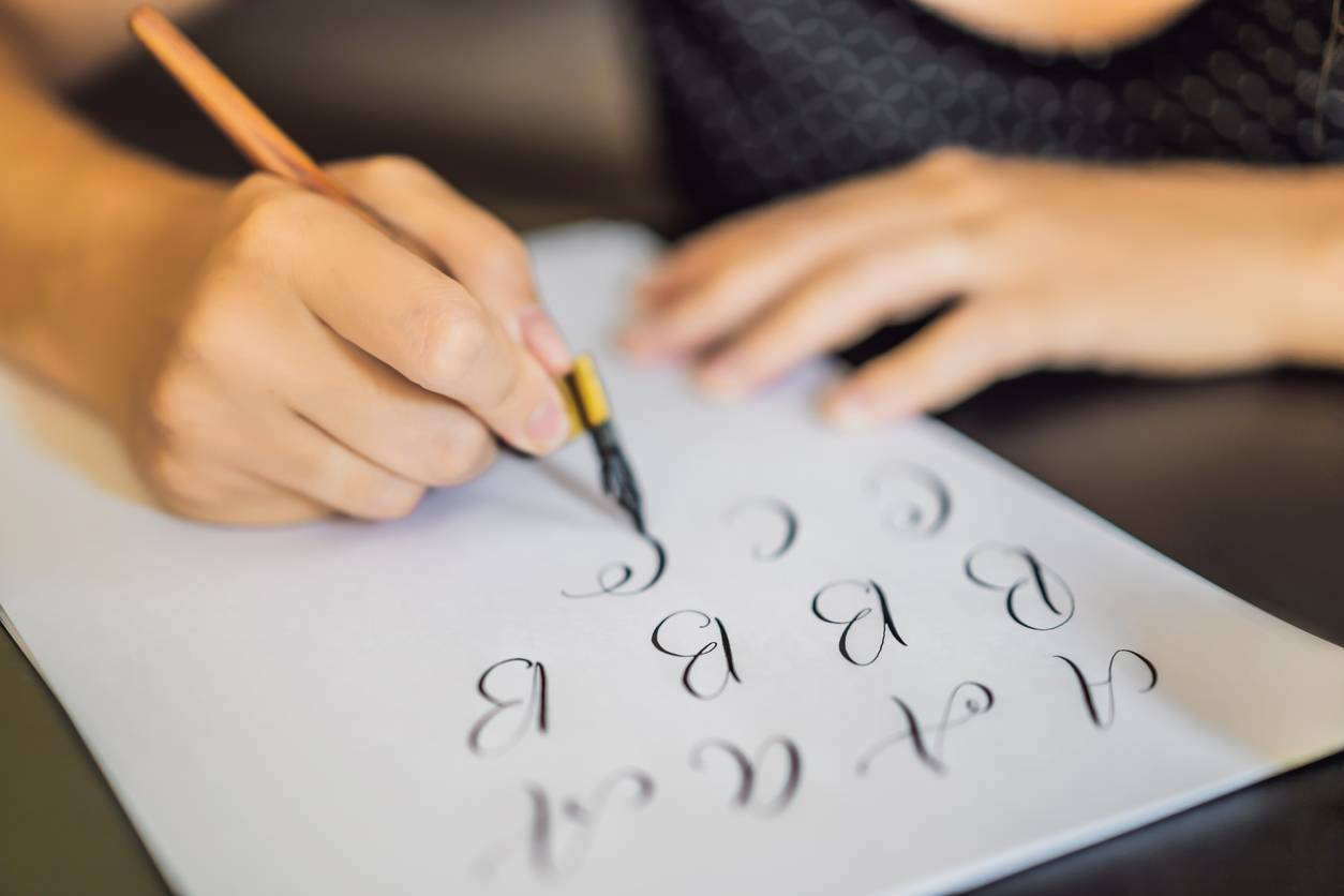 Apprendre le lettering en quelques étapes