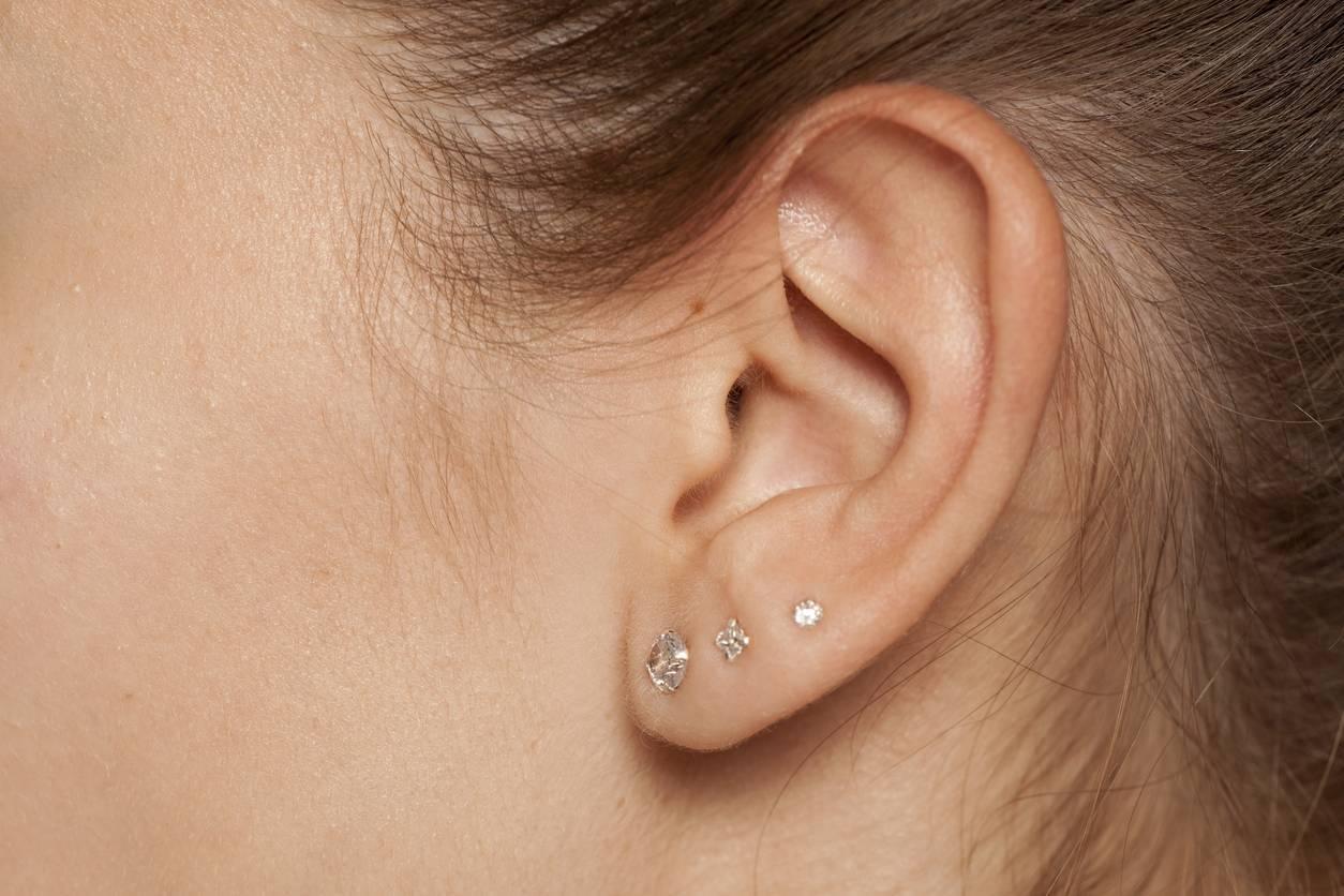 piercing adapté à l'oreille