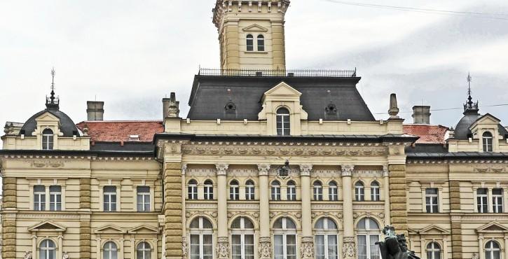 La sous-location par une association d'une salle municipale ne caractérise pas une gestion de fait.