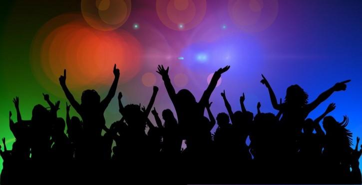Peut-on contraindre à un niveau d'achat en discothèque pour profiter d'une table et de la piste de danse ?