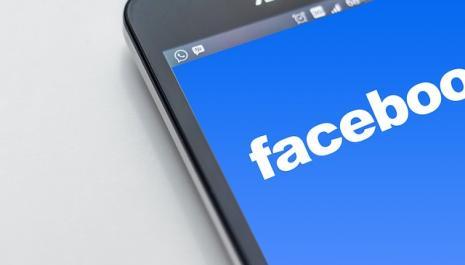 Internet - ami facebook - amitié réelle et virtuelle