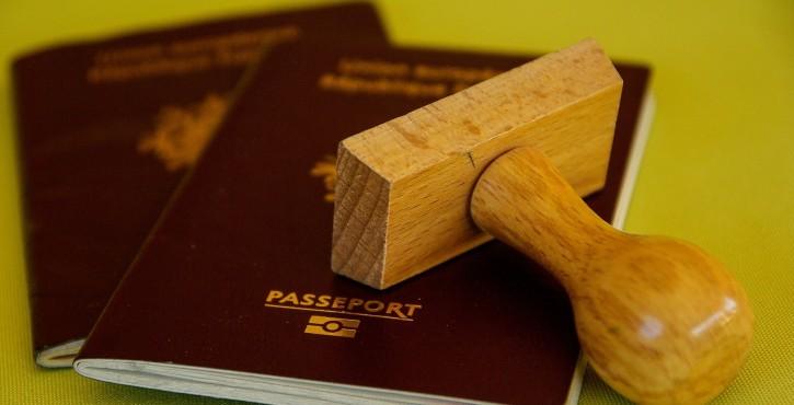 Faut-il détenir un passeport pour faire une demande de titre de séjour ?