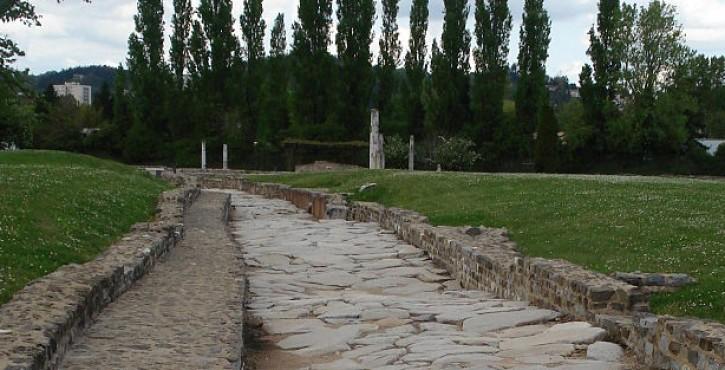 Petite histoire des concessions de service public : des voies romaines aux autoroutes