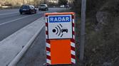 Un homme déguisé en radar surprend les gendarmes