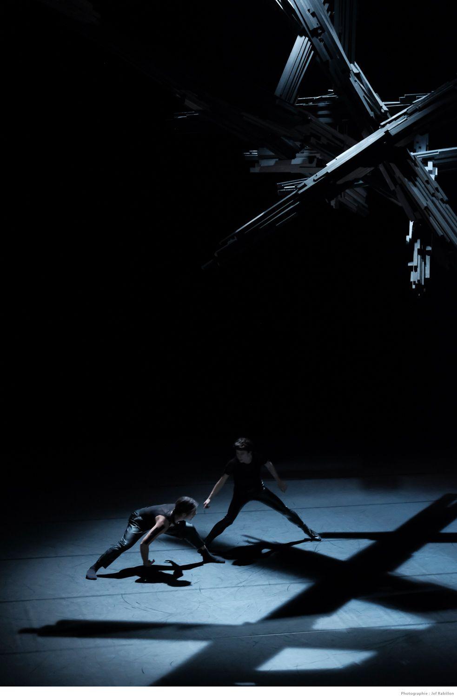 The Falling Stradust ©JefRabillon