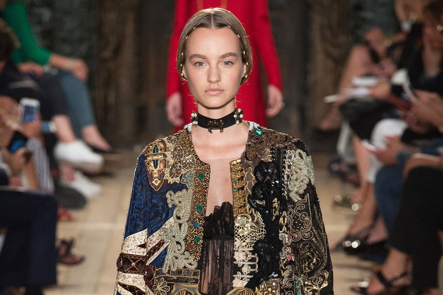 valentino-winter-16-haute-couture-fashion-week-antidote