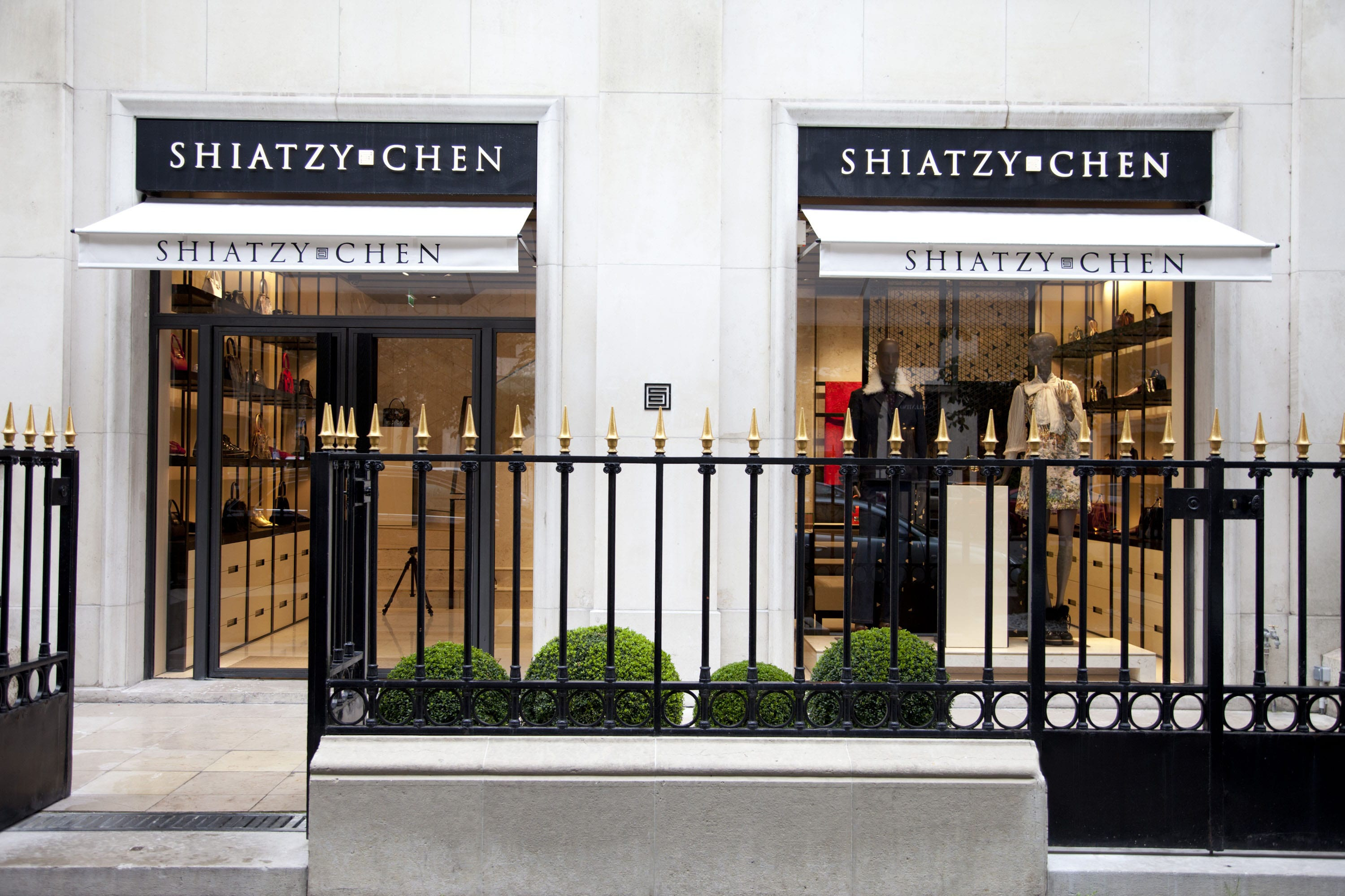 The façade of the Shiatzy Chen on Avenue Montaigne.