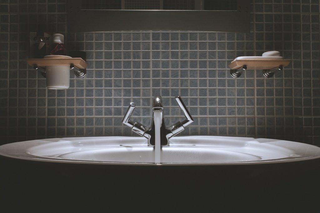 salle de bains en zellige noir