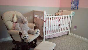 2 étapes clé pour accueillir bébé : décorer la chambre et choisir une bonne literie