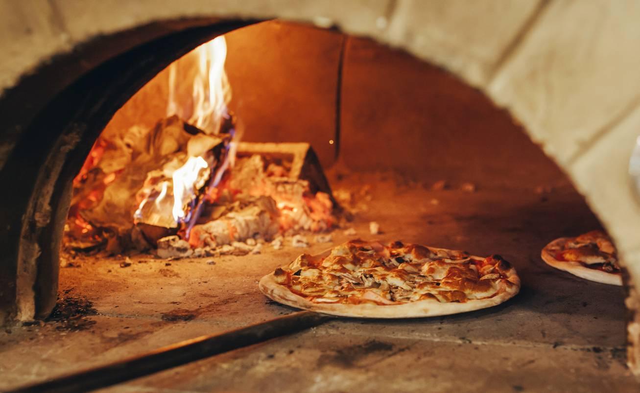 pizza au four à bois