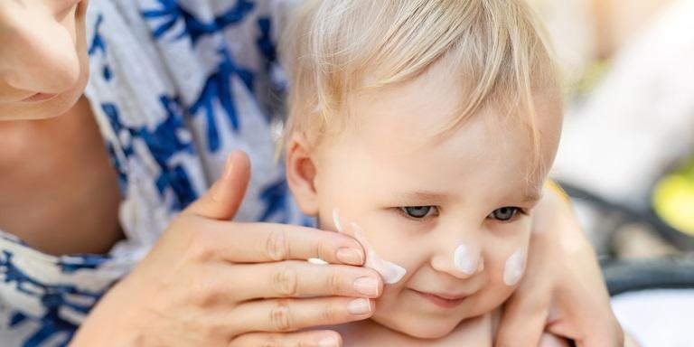 application crème bébé