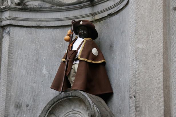 Manneken-Pis enfile son costume de saint Jacques de Compostelle
