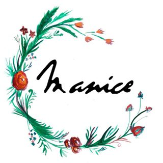 Manice Robes & Accessoires