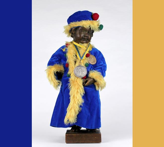 Manneken-Pis enfile son costume de Kuulkapper de Saint-Gilles
