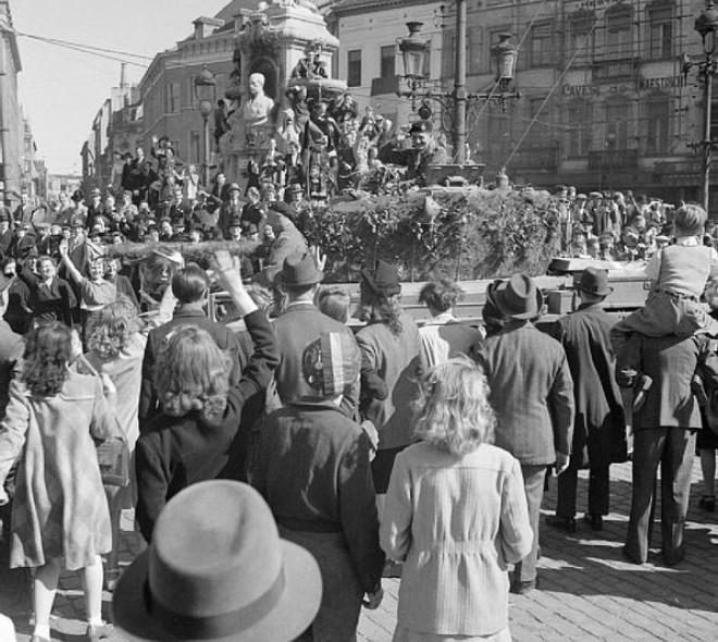 Libération de Bruxelles : Evelyne avait 20 ans en septembre 1944