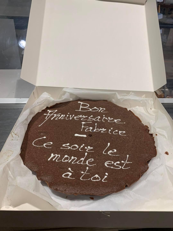 Le gâteau d'anniversaire de Fabrice Humbert qu'il a partagé avec le public présent