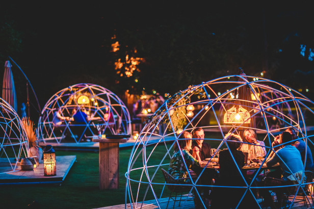 Under The Stars : un restaurant à vraies bulles