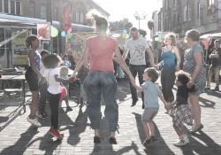 Bouger, jouer, danser en famille