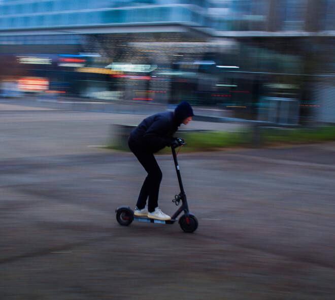 Bruxelles : Vélos et trottinettes, excès de vitesse et amendes