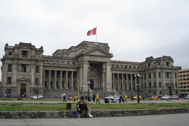 La copie péruvienne du Palais de Justice de Bruxelles