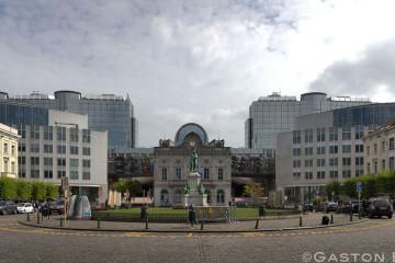 Le marché bio à la place du Luxembourg