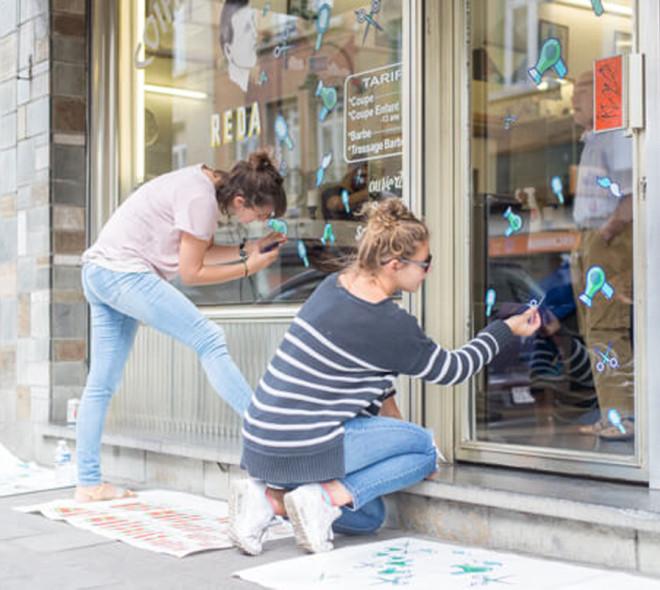 De la couleur sur les vitrines des commerces à Bockstael