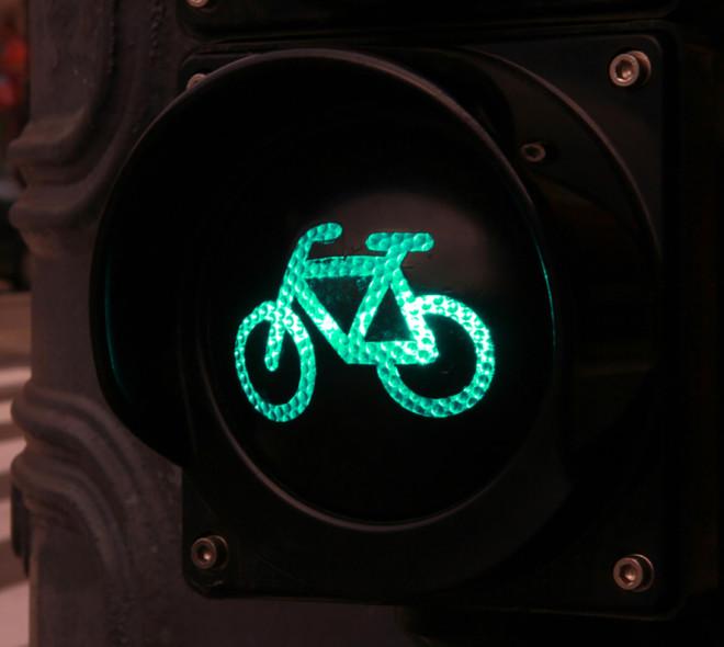 Cyclistes : éclairez-vous!