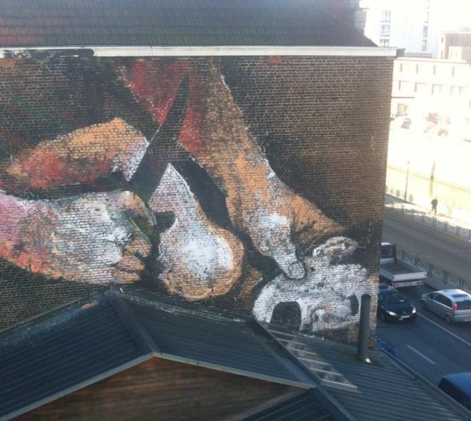 Une nouvelle fresque murale à Bruxelles : la torture remplace le pénis
