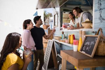 Avez-vous déjà pensé à des food trucks pour donner du goût à vos soirées privées ?