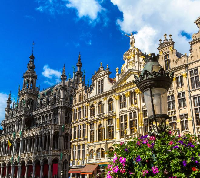 La Grand-Place de Bruxelles a de nouveau un fleuriste en face de l'Hôtel de Ville