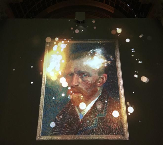 Van Gogh, the immersive experience : plongez dans l'intimité de l'artiste peintre