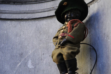 Manneken-Pis enfile son costume de Chasseur ardennais !