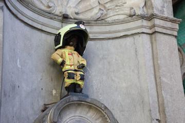 Manneken-Pis enfile son costume de pompier en hommage aux victimes des attentats de 2016
