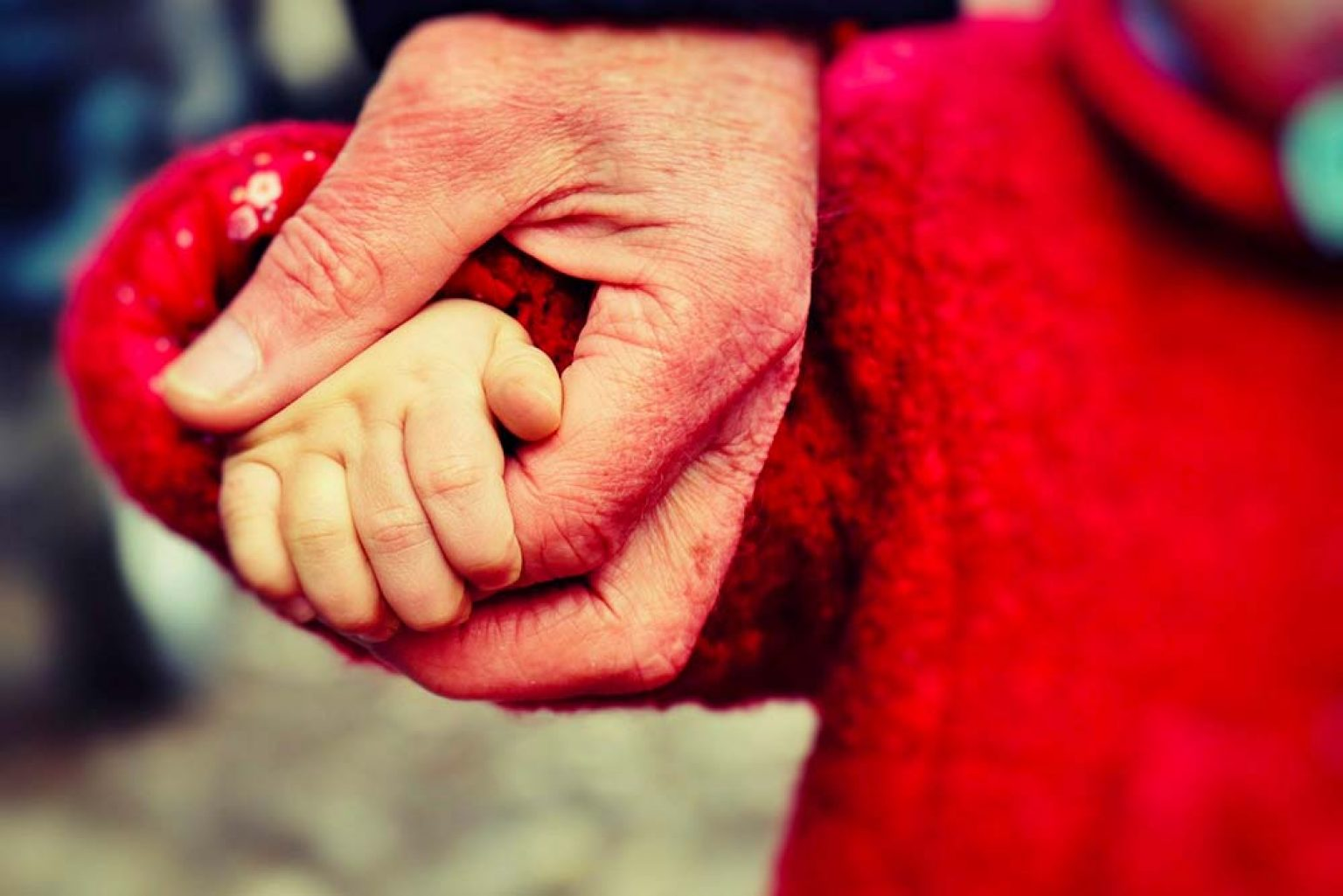 Garde de bébé : pourquoi choisir une nounou senior ?