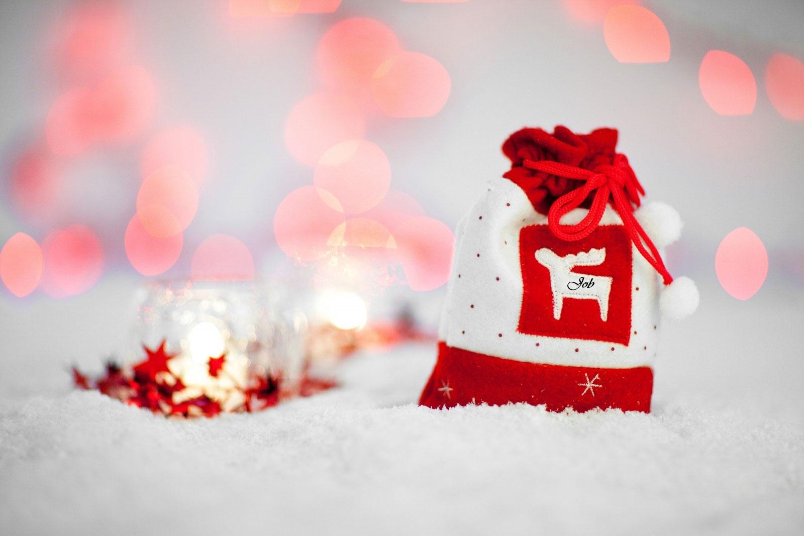 christmas-bag-on-snow