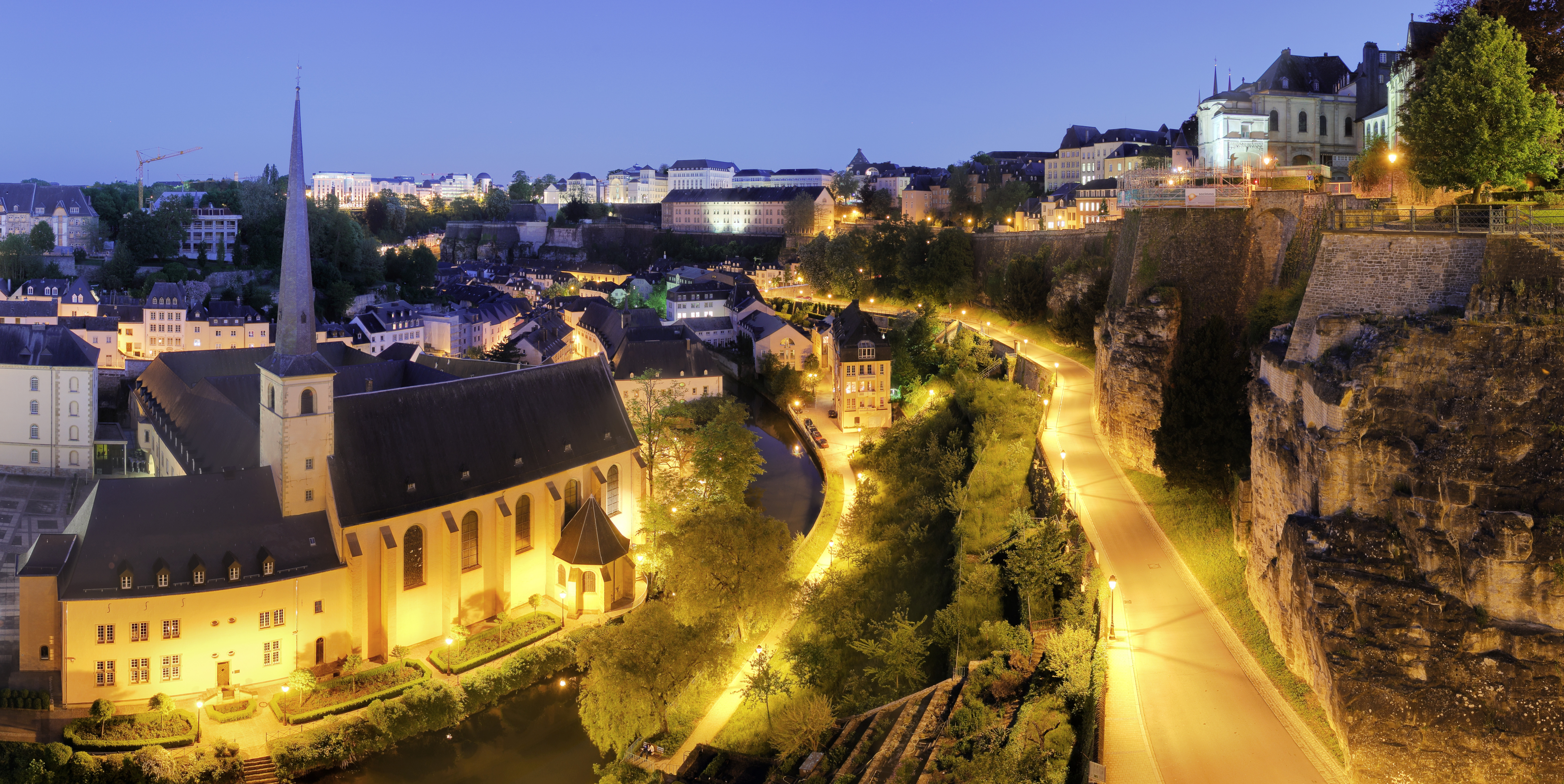 Luxembourg_City_Night_Wikimedia_Commons1