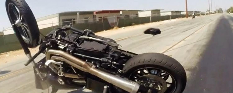 Cadere con una Harley