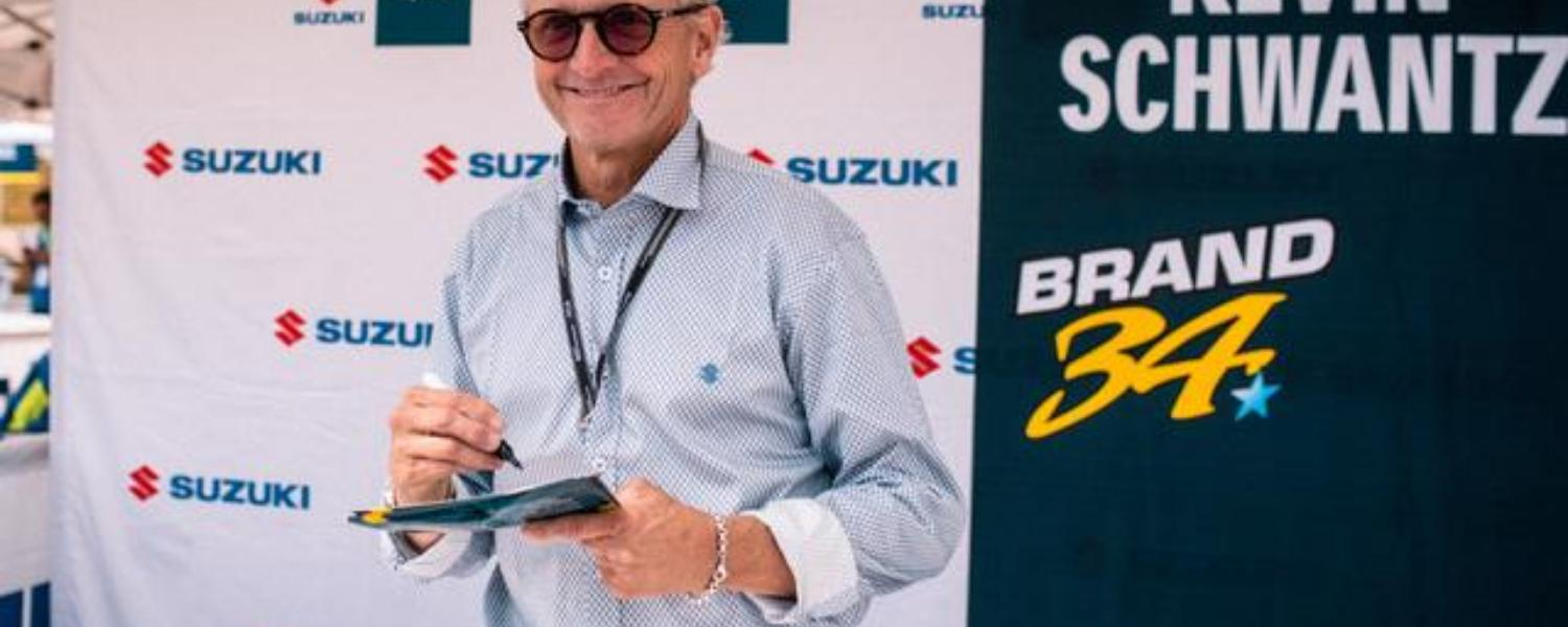 Kevin Schwantz in the Suzuki box at Sachsenting
