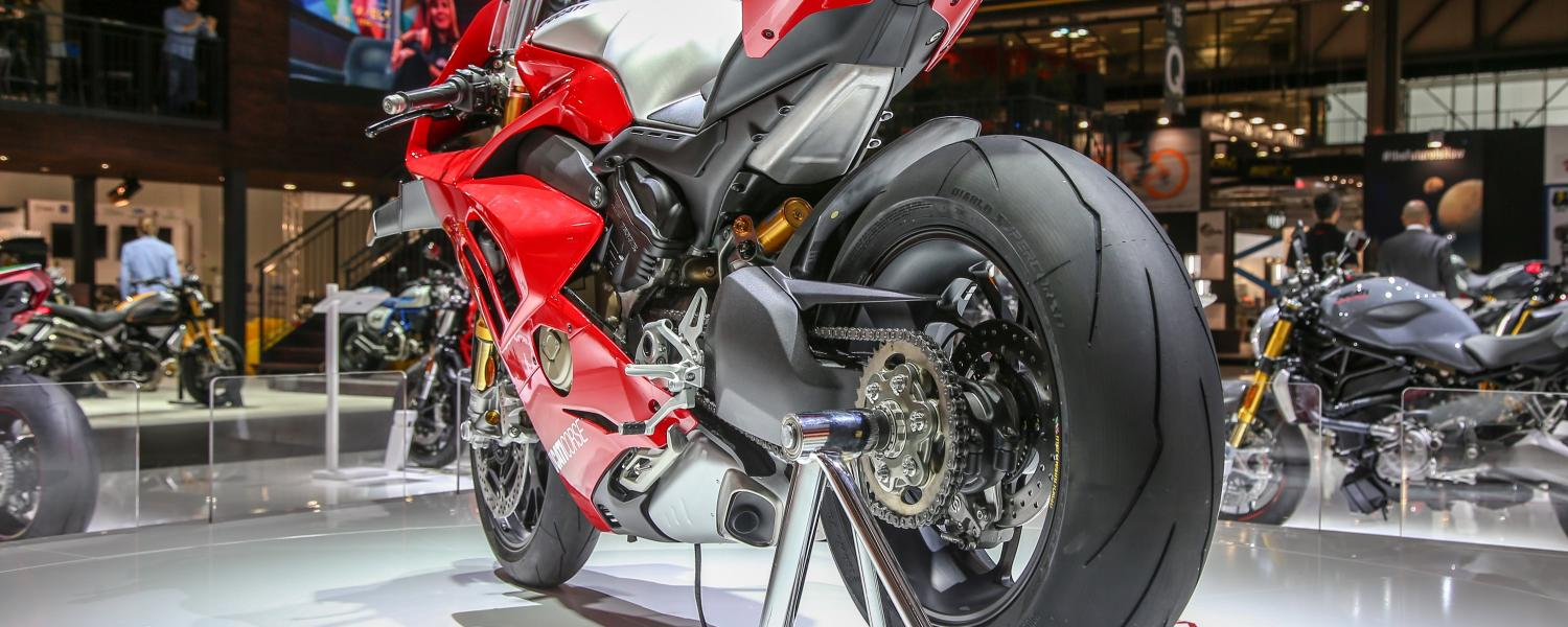 "Ducati Panigale V4 R protagonist and candidate to the scepter of ""queen of EICMA2018"""