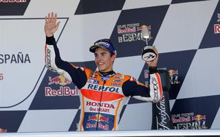 MotoGP, Rossi, Lorenzo and Marquez together again on the podium, but it remains frost