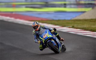 MotoGP San Marino: Rins sale, Iannone goes down.