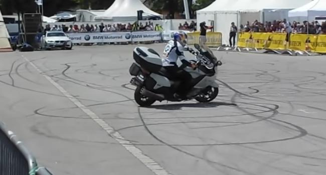 Stunts with the BMW K1600 GT