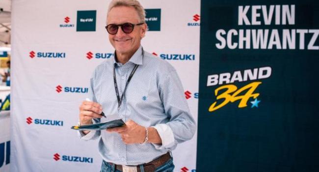 Kevin Schwantz in the Suzuki box at Sachsenting