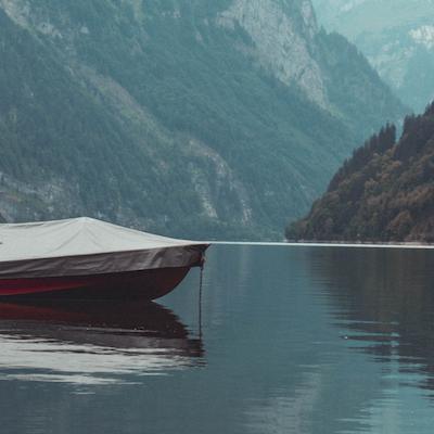 barca en lago