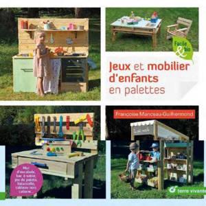 Jeux et mobilier d'enfants en palettes : mur d'escalade, bac à sable, jeu de palets, balancelle, tableau noir, cabane...