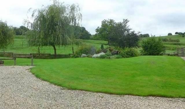 """Gite """"Chez la Grand-Mère"""" , ancienne ferme rénovée avec jardin en Argonne - Grandpré - Ardennes"""