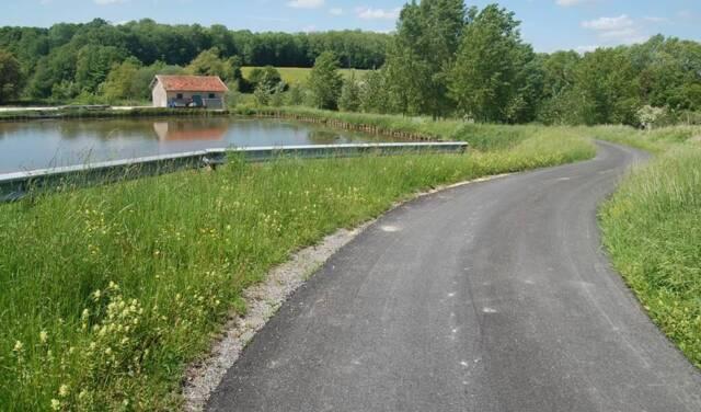 Sentier Autour de Montgon