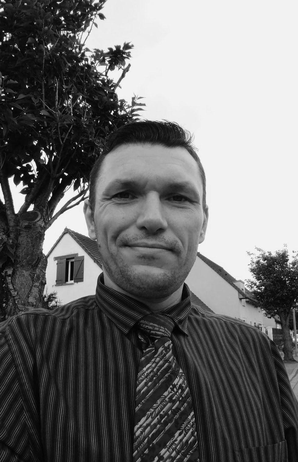 jeune homme marié cherche homme plus 40 pour le sexe à la celle-saint-cloud