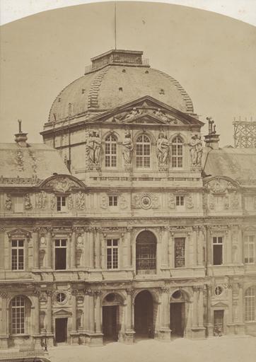 La Cour Carrée du Louvre : le pavillon de l'Horloge_0